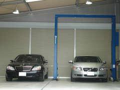 自社敷地内に整備工場を完備。展示車と同じく、すべて室内保管して大切にお預かりしています。