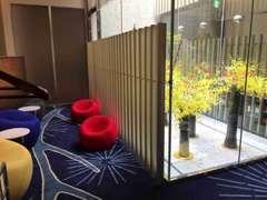 明るい外光と共に「和」を演出する光庭を2階クラブレクサス内に設置。ひと時のゆとりと安らぎを感じてください。