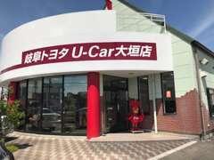 高品質な中古車選びは、安心のトヨタディーラーにお任せ下さい。奥には軽・コンパクトコーナーもございますよ。