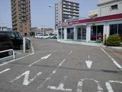 遠方のお客様のために駐車場も完備!安心してご来店下さい。