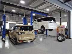 自社整備工場がございます。各種テスター完備しており、点検・整備・車検などスピーディに行えます!