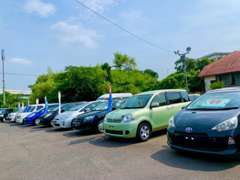 お値打ちな車をいつも数多く取り揃えております。商品の入れ替わりが早いので在庫確認の上ご来店ください。