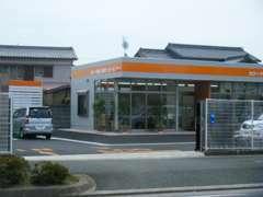こちらが店舗入り口です。入ってすぐにお客様駐車場がございます