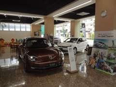 ショールームには常時3台の新車展示車をご用意しております。観て、触れて、お確かめ下さい。