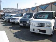 お買得車が勢揃い。セダンからトラックまで、取説、保証書付きのお買得車を取り揃えております。