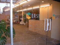 【ERST】ショールームエントランス。 ドアを開けると・・・