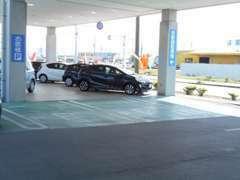 お客様用駐車場もございます。お車でのご来店でも大丈夫です。