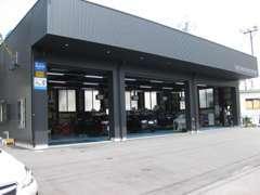 平成27年6月に新設しました整備工場です。指定工場で車検整備もお任せください。
