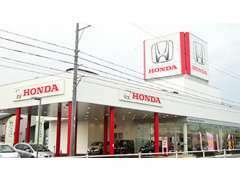 ピカピカの店舗で新車・中古車ともに多数展示しています。