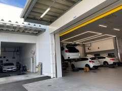 名鉄AUTO BMW Premium Selectionの店舗では唯一、修理工場も併設しております!