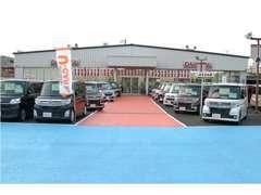 展示場には常時100台以上の展示車がございます! お目当てのお車がある場合はスタッフがご案内させて頂きます☆