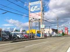 日産車を中心に常時、約30~40台の在庫車を展示中!!