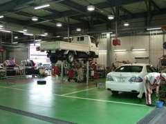整備工場もございます!サービススタッフも常在しておりますので、車検・メンテナンスはお気軽にお声かけください!
