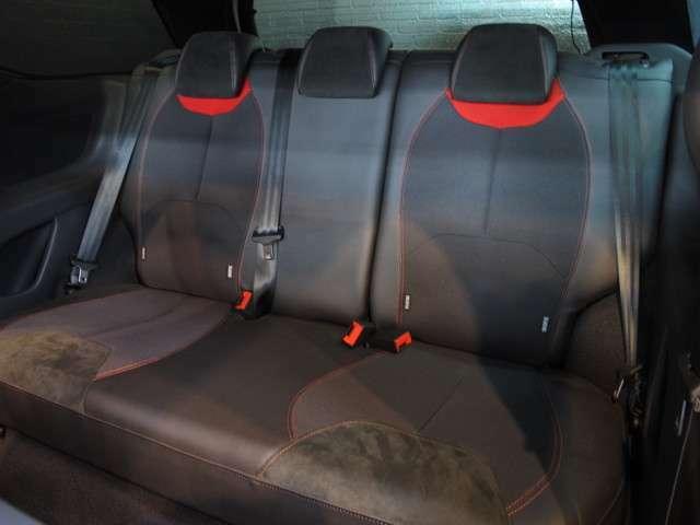 後部座席もゆったりスペースを確保♪