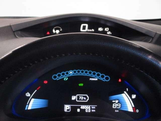 アーチ状のデザインとブルーのイルミネーションが先進的なデジタルメーター☆充電状態や出力・回生状態を確認できるほか、エコドライブのアシスト機能も備えています☆