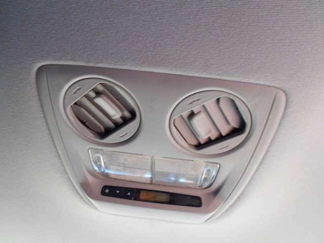リアにもエアコンが付いてます!後部座席にもしっかり効きますよ!