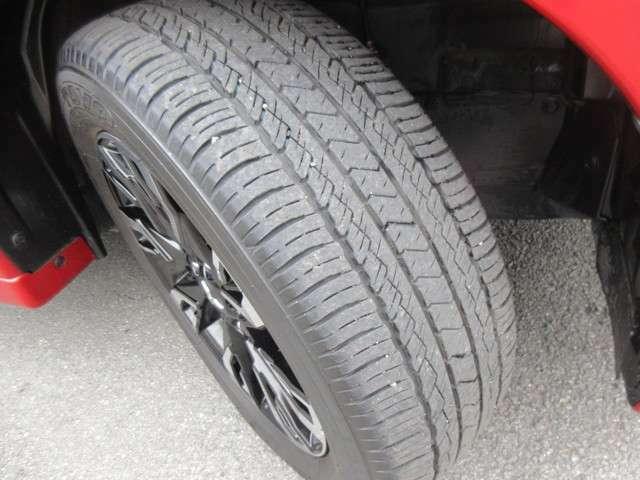 タイヤの溝もたくさん残ってます
