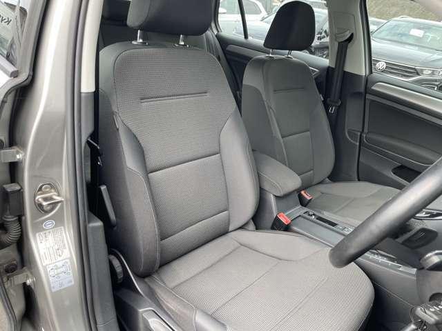 乗り降りの際にできる内装や外装部への靴傷跡はほとんど見受けられません。とても状態の良いお車となっております。