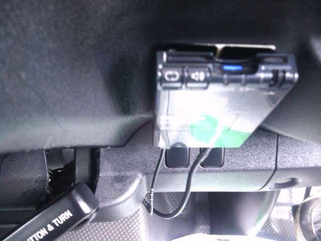 もはや必須アイテムのETC車載器!料金所がスムーズに通過できるのはもちろん、様々な料金メリットが受けられます。