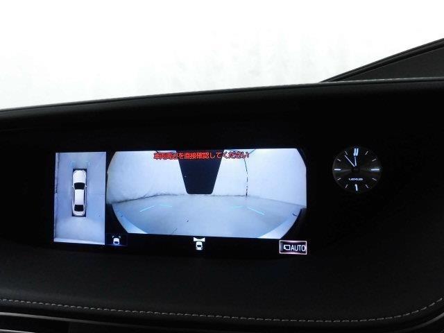 パノラミックビューモニターシステムが付いているので車の上から見た映像が確認できますよ。