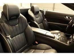 綺麗な状態の維持された、ブラックレザーシート。メモリー機能付きパワーシート、シートヒーター、ランバーサポート、エアスカーフなど多機能設計でカーライフをサポートします。
