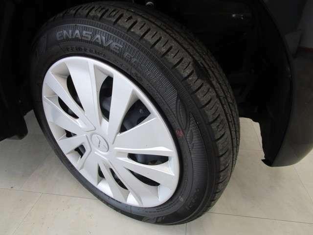 タイヤサイズは155/65R14です。