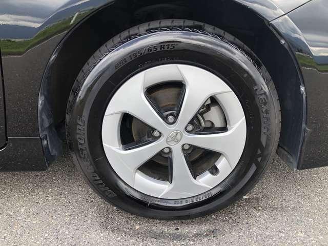 右前のタイヤです。