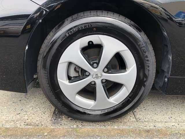 左前のタイヤです。