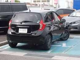 狭い場所での移動や小回りも十分に利くので、初めて免許を取られた方や女性の方にも運転しやすい車です。