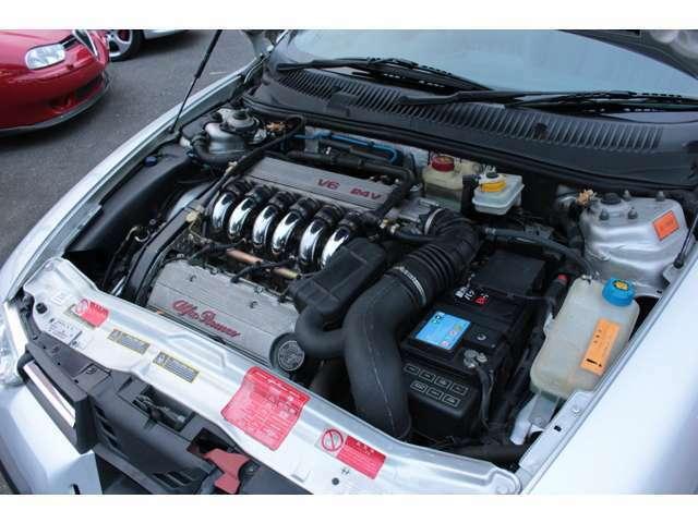 最後のアルファロメオ製 V6 エンジンです。 素晴らしいフィーリングと官能的なサウンドです。是非一度所有しご体感ください。 エンジン・ミッション共に調子良好です。