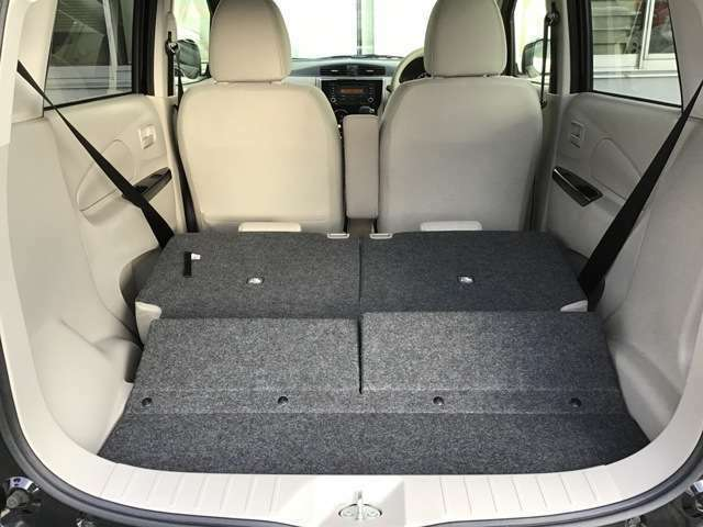 リヤシートを全て倒すと大きな荷物も積載できます!