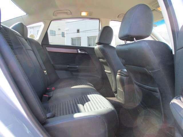 高級車ならではの、後部席の余裕!