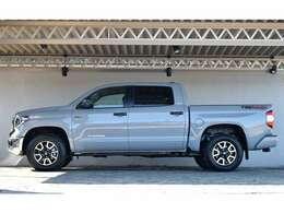 フルサイズのピックアップトラックとなります。迫力はまさにアメ車。さらにオフロードPKGはおしゃれなオフロードモデルとなっております。