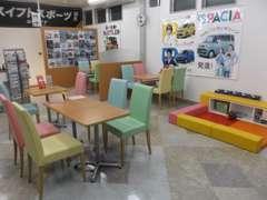 明るいショールームで皆様のお来店をお待ちしております。