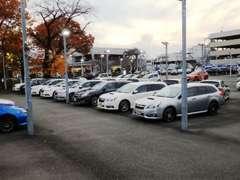 当店では常時在庫、100台以上展示。レガシィ、インプレッサからレヴォーグ・フォレスター軽自動車までスバル車の宝庫です♪