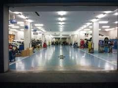 サービス工場もあわせてリニューアルしました。お客様に安心してカーライフを楽しんで頂くために点検整備修理承ります。