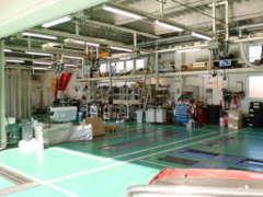 サービス工場も完備。指定工場で、土日・休日の車検整備も承ります。メンテナンスもお任せください!