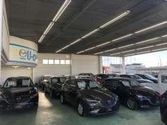 当店は新型車や登録済未使用車・デモカーアップ車など高年式車を多数取り添えております。4WD車も半数ほどご用意しています!