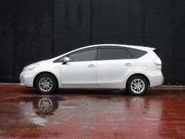 プリウスから受け継いだ優れた燃費性能とアクティブに使えるゆとりあるスペースが特徴です。