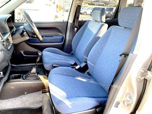 [助手席側前席写真]運転席、助手席共に広々ご利用いただけます!!