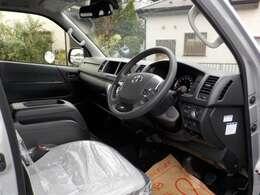 メーカー純正車両です。全国どこでも修理対応可能ですので安心です。