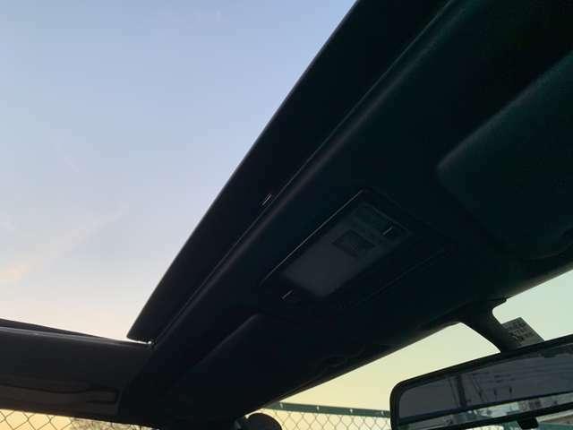 運転席からみたサンルーフです。