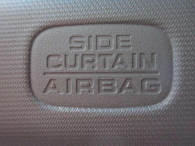 運転席・助手席に、シートの前後スライド、リクライニングを調整できる4ウェイパワーシートを備えています。ドライバーに合せ最適なポジションが設定できます。