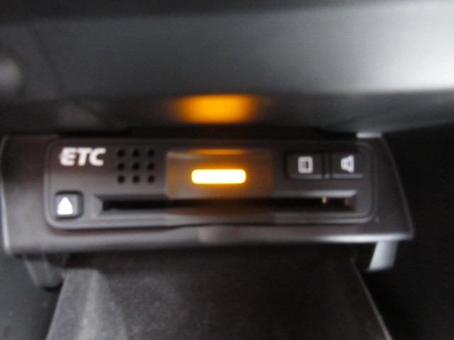 追突の危険性を判断しドライバーに警告を与えるのと万が一の被害を軽減する衝突軽減ブレーキのCMBSとVSA(車両挙動安定化制御システム)を装備しております。万が一の時の備えとして安心です。