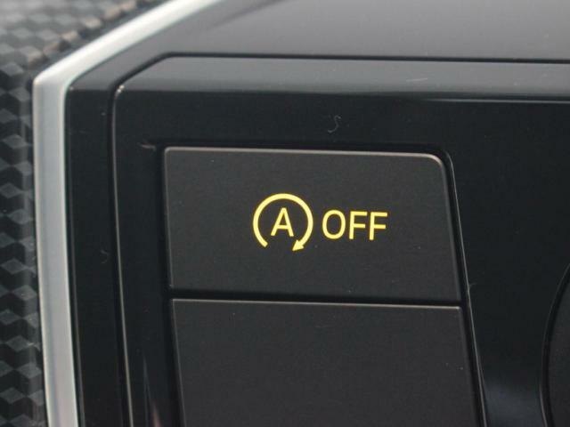 無駄な燃料をカット、アイドリングストップ装備!