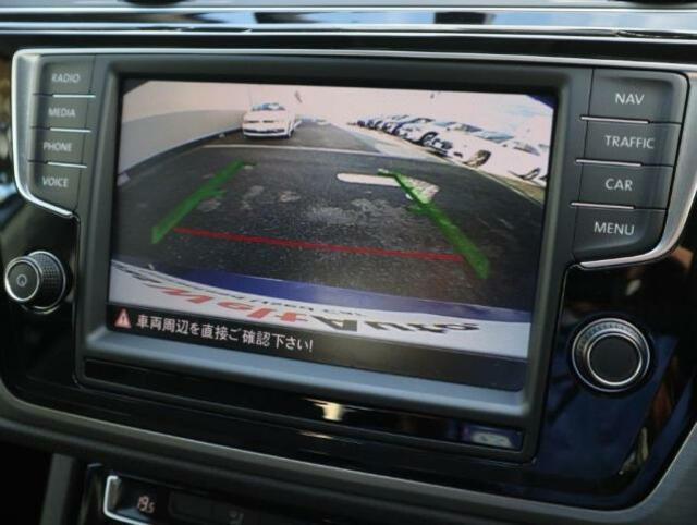 バックカメラ。ガイドラインも表示され、車庫入れなどの後方確認をサポートします。