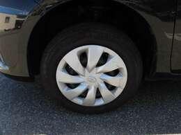 〔装着タイヤ〕 溝は9部山ほど残っております。