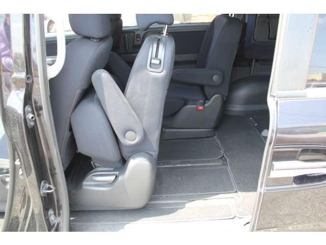 セカンドシートは座面が上がってからスライドできるので、荷室を最大にするときに便利です。