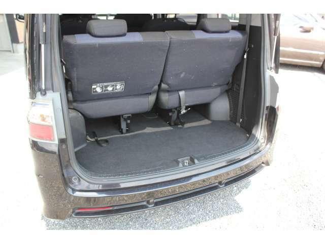 フル乗車時のラゲッジ 人数や荷物に応じてアレンジできます。