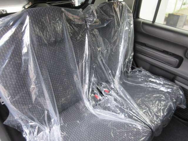お洒落な内装です。後部座席も広いので楽々ですね。